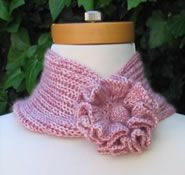 Ravelry: Flower Scarf pattern by Robyn Diliberto FREE Crochet Flower Scarf, Knitted Flowers, Crochet Poncho, Crochet Scarves, Knitting Projects, Crochet Projects, Knitting Patterns Free, Crochet Patterns, Knit Or Crochet