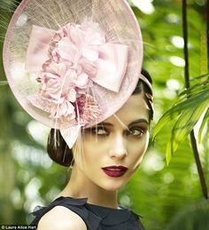 Fashion: Hats off to milliner extraordinaire Stephen Jones. Silly Hats, Fancy Hats, Fascinator Hats, Fascinators, Headpieces, Stephen Jones, Race Wear, Love Hat, Hat Hairstyles