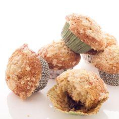 La recette des muffins crumble au Nutella, des gâteaux moelleux et croustillants grâce au crumble ! A décliner avec différents fruits, myrtilles, abricots...