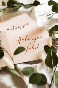 eleganckie, ręcznie wypisane zaproszenia ślubne | inspiracje ślubne | różowe zaproszenia Studio, Tableware, Diy, Dinnerware, Bricolage, Tablewares, Studios, Do It Yourself, Dishes