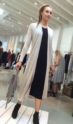 shapes of fall at Eileen Fisher (une femme d'un certain âge)