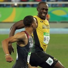 Athletics - Men's 200m Semifinals2016 Rio Olympics - Athletics - Semifinal - Men's 200m Semifinals - Olympic Stadium - Rio de Janeiro, Brazil - 17/08/2016. Usain Bolt (JAM) of Jamaica and Andre de Grasse (CAN) of Canada smile as they compete. REUTERS/Gonzalo Fuentes FOR EDITORIAL USE ONLY. NOT FOR SALE FOR MARKETING OR ADVERTISING CAMPAIGNS.