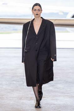 ANOUKI 2019-20秋冬のコレクション Fashion Brands, High Fashion, Fashion Show, Vogue Paris, Mannequins, Fendi, Milan, Duster Coat, Ready To Wear