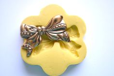 0737 Ruffled Ribbon Bow Vintage Look Silicone by MasterMolds, $7.00