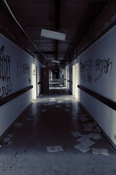 Image shared by Ανη. Find images and videos about grunge, aesthetic and dark on We Heart It - the app to get lost in what you love. Story Inspiration, Writing Inspiration, Apocalypse Aesthetic, Zombie Apocalypse, Apocalypse Survival, End Of The World, Abandoned Places, Creepy, Book Cover Design