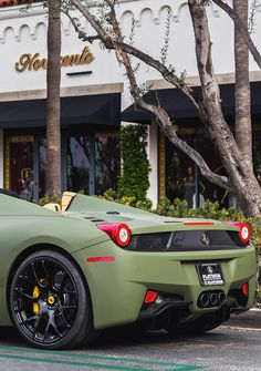 verde. Normally I don't like green for a car. But matte green on a Ferrari? yes.