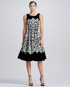 Oscar de la Renta Jewel-Neck Guipure Lace Dress, Black/Ivory