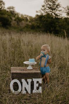 Natasha Ashley is a wedding photographer based in Ohio and Kentucky. 1st Birthday Photoshoot, Baby Boy 1st Birthday Party, 1st Birthday Cake Smash, Boy Birthday Pictures, First Birthday Photos, One Year Pictures, Baby Pictures, Outdoor Cake Smash, First Birthday Photography