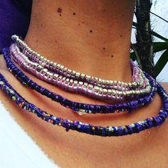 Colares Tribal Chic! Cordão em seda prata, missangas e macramé! Cordão em couro trançado, missangas arco- íris, macramé, linhas violeta. By VeriXDesing