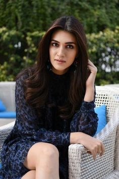 Hot Actresses, Indian Actresses, Alia Bhatt Cute, Stylish Hijab, Teen Fashion, Womens Fashion, Beautiful Indian Actress, Beauty Queens, Image Collection