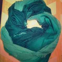 Old Navy ombré blanket scarf Greetings Shoppers! Please consider this beautiful, lightweight teal and aqua ombré blanket scarf from Old Navy! Only worn a few times, in like new condition. Smoke free home. Pet friendly home. All items will be washed prior to shipping to ensure cleanliness upon arrival! Old Navy Accessories Scarves & Wraps