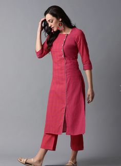 Kurtis can be perfectly paired with any kind of bottoms. Here are most stylish trending Kurti Designs 2019 , new kurta designs Simple Kurta Designs, Kurtha Designs, Silk Kurti Designs, Churidar Designs, Kurta Designs Women, Kurti Designs Party Wear, Blouse Designs, Cotton Kurtis Designs, Long Kurta Designs