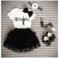 Baby Chanel, Chanel Kids, Little Girl Fashion, Toddler Fashion, Fashion Kids, Fashion Fashion, Vintage Fashion, Baby Swag, Cute Baby Girl Outfits