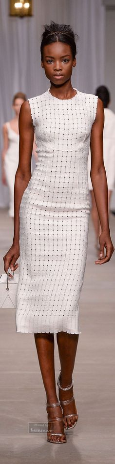Spring Look Picture Description Ermanno Scervino Spring White Fashion, Look Fashion, Runway Fashion, Womens Fashion, Fashion Design, Ladies Fashion, Spring Look, How To Have Style, Winter Typ