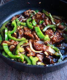 Budsjettmiddag: Grønnsakswok med peppersaus   Norsk Vegetarforening