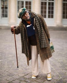 On the Street…Mix Master, Paris (The Sartorialist) Old Man Fashion, Fashion Tips For Women, Mens Fashion, Paris Fashion, Street Fashion, Winter Fashion, Sharp Dressed Man, Well Dressed Men, Men Street