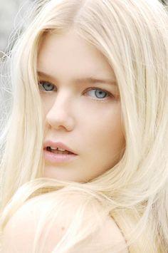 nordic-naked-beauty
