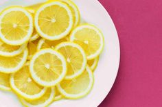 Lemons are commonly the main ingredient in home remedies for skin care, but are they really effective? Find out what are the real beauty uses for lemons. Lemon Water Benefits, Lemon Health Benefits, Kombucha, Home Remedies, Natural Remedies, Homeopathic Remedies, Lose Weight, Weight Loss, Healthy Foods
