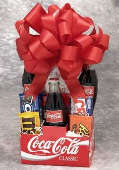 Klassische Cola Snack Pack - Diy gift For Kids Ideen Food Gifts, Craft Gifts, Gifts For Teens, Gifts For Him, Coca Cola Gifts, Diy Gifts For Boyfriend, Boyfriend Food, Diy Christmas Gifts, Christmas Ideas