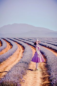 The hat, the dress, the shoes, all in a dazzling lavender field.  Beautiful!