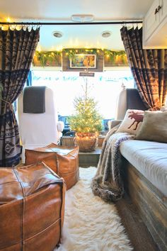 Renovated RV Christmas Tour - Renovated RV Christmas Tour – Come see how we decorated our tiny home on wheels for the holidays! Rv Living, Tiny Living, Cabin Christmas, Christmas Sweets, Rustic Christmas, Barn Door Designs, Camper Makeover, Camper Renovation, Cozy Fireplace