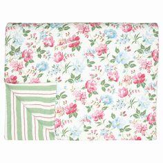 Prošívaný bavlněný přehoz s motivem květin ve vzoru Donna white od dánské značky Green Gate, rozměr 180x230 cm. Prodává eshop Bella Rose.