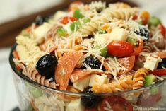 Italian pasta salad recipe is loaded with olives, tomatoes, cheese and more! Best Macaroni Salad, Best Pasta Salad, Easy Pasta Salad Recipe, Pasta Salad Italian, Easy Salad Recipes, Barbacoa, Queso Mozzarella, How To Cook Quinoa, Pasta Dishes