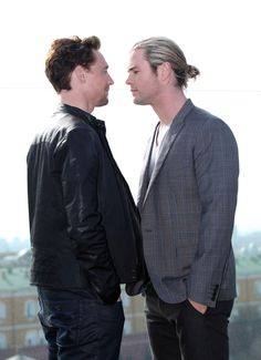 Chris%20Hemsworth%20And%20Tom%20Hiddleston%20Have%20The%20Hottest%20Bromance%20To%20Ever%20Exist