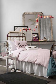 Hauskat ja tyttömäiset lakanat tuovat väriä makuuhuoneeseen. #etuovisisustus #tekstiilit #hm