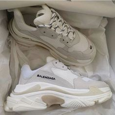 balenciaga triple s Sneakers Mode, Sneakers Fashion, Fashion Shoes, Shoes Sneakers, Fashion Goth, Fashion Clothes, Zapatillas Nike Air Force, Korean Shoes, Nike Shoes Air Force