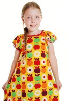 Duns sweden looove the print of this dress Points, Apples, Sweden, Looks Great, Retro Vintage, Kids Fashion, Short Sleeve Dresses, Organic