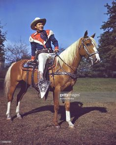 Singer and actor Roy Rogers pictured astride his palomino horse, Trigger, USA, circa Rogers is wearing a costume of red, white and blue. (Photo by Archive Photos/Getty Images) Old Western Actors, Western Movies, Rogers Tv, Roy Rogers, Usa Pictures, Horse Pictures, Eagle Pictures, Horse Photos, Horse Star