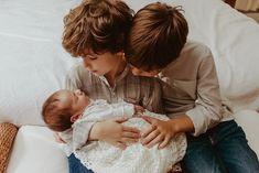 Ensaio Newborn Lifestyle em Curitiba | Recém-nascido em casa  Fotografia de família por Adrieli Cancelier Maria Claudia, Image Types, Google Images, Lifestyle, Couple Photos, Couples, Face, About Family, Family Photography