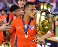 Arsenal supporters have sensationally claimed that Chile's star forward Alexis Sanchez retired Lionel Messi in the final of the Copa America last night. Arsenal Fc, Arsenal Twitter, Arsenal News, Premier League Table, Barclay Premier League, Alexis Sanchez, Real Soccer, Copa America Centenario, Champs