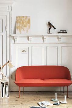 Banquette Oslo, tissu Kvadrat Steelcut / cadre intérieur : acier / pieds : aluminium teinté / rembourrage : mousse. Design Anderssen & Voll. Dimensions : L 200 x Prof 73 x H 78 cm / assise : H 43 cm. Prix : 2 995 euros, Muuto