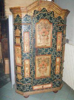 Folklor cabinet