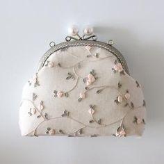 Prom Clutch Bags, Bridal Clutch, Diy Bags Purses, Purses And Handbags, Leather Bags Handmade, Handmade Bags, Bridesmaid Clutches, Potli Bags, Wedding Bag