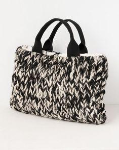 variation - Everything About Knitting Col Crochet, Diy Sac, Diy Bags Purses, Bag Pattern Free, Diy Tote Bag, Cute Handbags, Unique Bags, Crochet Handbags, Best Bags