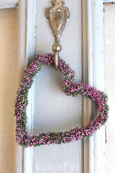 Hello, all! Tonight and Saturday we'll be entering the House of 1,000 Doors, where we'll find all kinds of doors, knobs, knockers and beautiful wreaths and hangings (no Christmas/holiday, please). I hope you'll have fun sharing your finds. ❤
