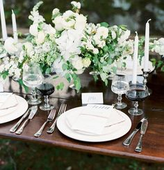 Let's start the day praising beautiful outdoor celebrations and al fresco dinners! @martha_weddings