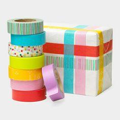 Ideas para decorar regalos con washi tape, en blog.fiestafacil.com
