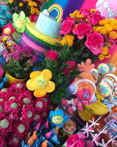 Trolls em uma colorida Petit Décor de Luxe para Ana Rosa comemorar seus 6 anos. #petitdecordeluxe #festadeluxo #kidsparty #trolls #padraodequalidademonamiefestas #loucasporfestas #entrenafesta #festatrolls #trollparty #festaspelomundo #producaomonamiefestas #festapersonalizada #festaemcasa #festasemnatal