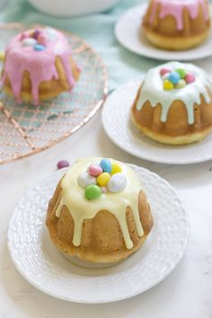 Mini Vanilla Bundt Cakes stuffed with a surprise of Easter candy inside and topped with vanilla glaze are a fun and delicious Easter dessert. Easter Deserts, Easter Snacks, Easter Recipes, Easter Food, Hoppy Easter, Easter Ideas, Easter Eggs, Bundt Cake Pan, Bunt Cakes