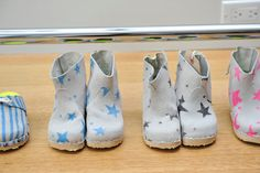 Tannhauser must diy these shoes for my kids! Use little blue boo's button boots pattern and maybe some soft suade fabric painted with asymmetrical stars with fabric paint.