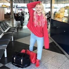 Always smiling -  @palinapralina at munich airport with her Milan Rosegold  #windandvibes #MyTripMyStyle