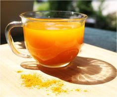Drink This Turmeric Tea Before Bed (And These 20 Things Happen To Your Body).Turmeric tea is one of the most beneficial and delicious drinks you can. Turmeric Tea Benefits, Health Benefits, Turmeric Drink, Turmeric Recipes, Whole Food Recipes, Diet Recipes, Anti Inflammatory Drink, Tea Before Bed, Ayurvedic Diet