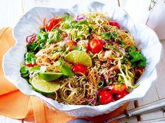 Unser beliebtes Rezept für Reisnudelsalat mit Limettensosse und Sesam und mehr als 55.000 weitere kostenlose Rezepte auf LECKER.de.