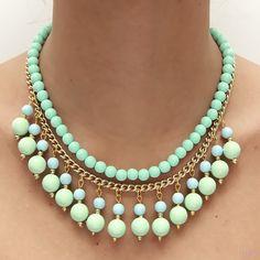 Collar de bolas de resina  de colores turquesa