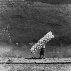 Cotton candy, San Angel, Mexico, 1981 - by Mario Algaze (1947), Cuban/USA