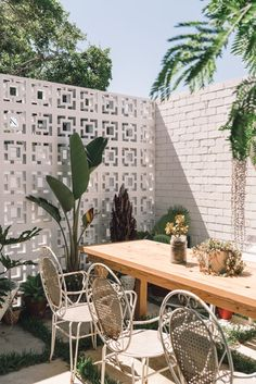 """Tanya McKenna, Perth WA Having recently finished building what she calls her """"Nature-Inspired Eco House"""", Tanya's home is an inspiring … Outdoor Spaces, Outdoor Living, Outdoor Decor, Backyard Patio, Backyard Landscaping, Balcony Garden, Terrace, Fence Garden, Cerca Natural"""